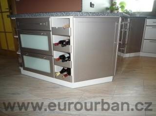 Jednoduchá skříňka na víno