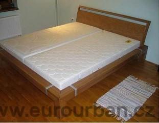 Luxusní manželská postel s netypickým spojem