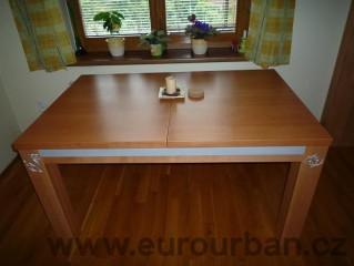 Jídelní stůl složený