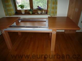 Jídelní stůl rozložený