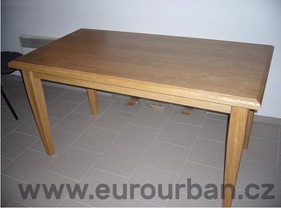 Jednoduchý jídelní stůl z masivu