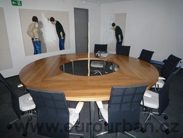 Kulatý stůl do zasedací místnosti