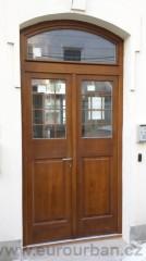 Vchodové dveře do sídla pražské firmy