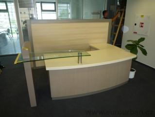 Stůl pro recepční