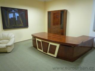 Ředitelský stůl z kořenice