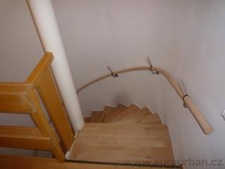 Točené schodiště s madlem na stěnu