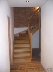 Levné dřevěné schodiště