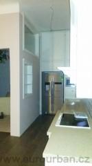 Kuchyňská linka s americkou lednicí