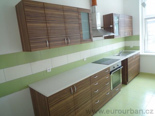 Kuchyně z materiálu Zebrano