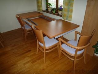 Výsuvný stůl v jídelně