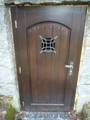 Dveře do vinného sklepa