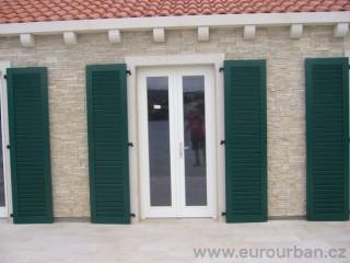 Okenice na vchodové dveře