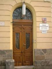 Dveře na policejní služebnu