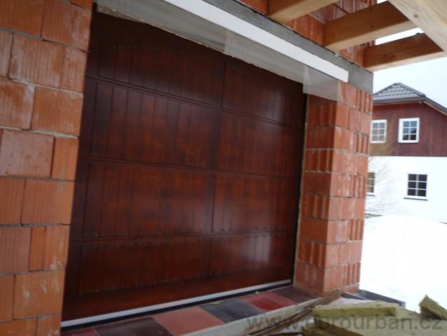 Sekční vrata v kovářskými hřeby
