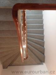 Vracečky na madlech - litinové schody