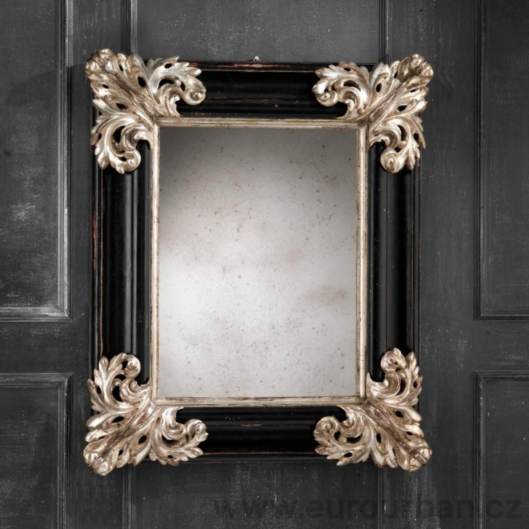 Vyřezávané zrcadlo se zdobenými rohy CA57
