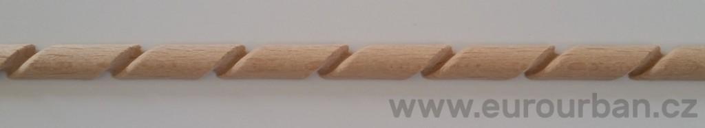 Dřevěná lišta s vyřezávaným vzorem TH52